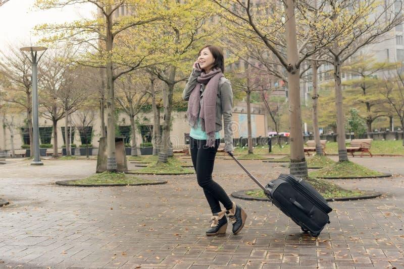 Mujer del viaje en la calle fotos de archivo libres de regalías