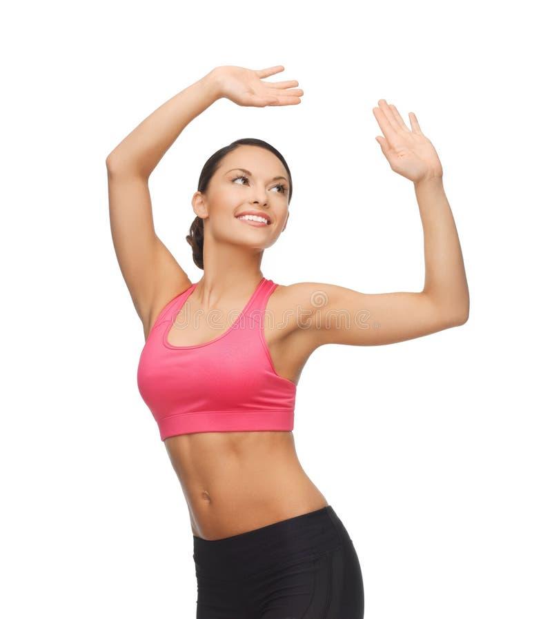 Mujer deportiva en el movimiento aerobio o de la danza imagenes de archivo
