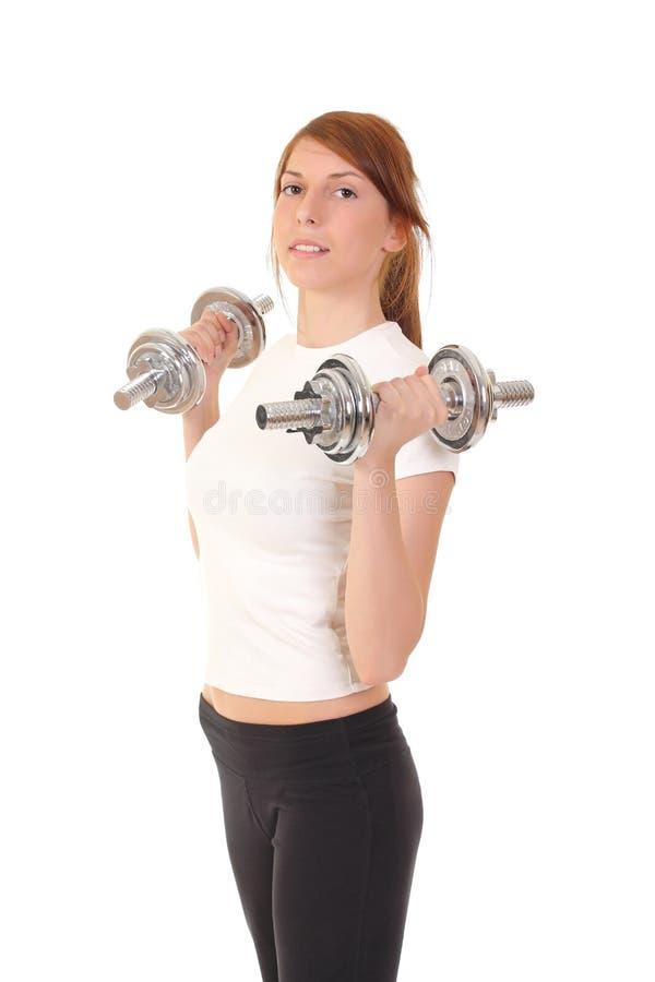Mujer deportiva hermosa con pesas de gimnasia fotos de archivo