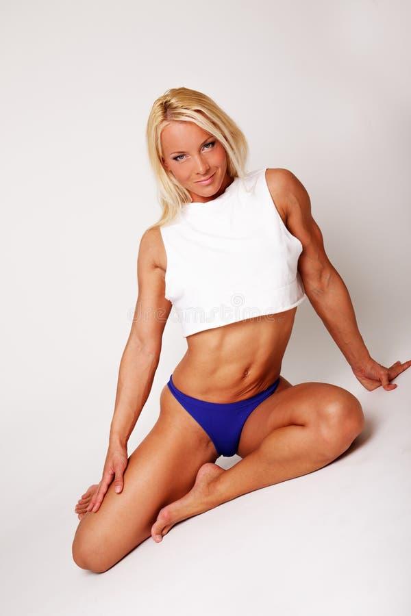 Mujer deportiva rubia atractiva imágenes de archivo libres de regalías