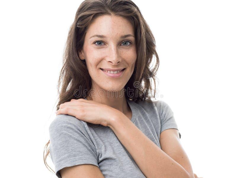 Mujer deportiva sonriente fotografía de archivo libre de regalías