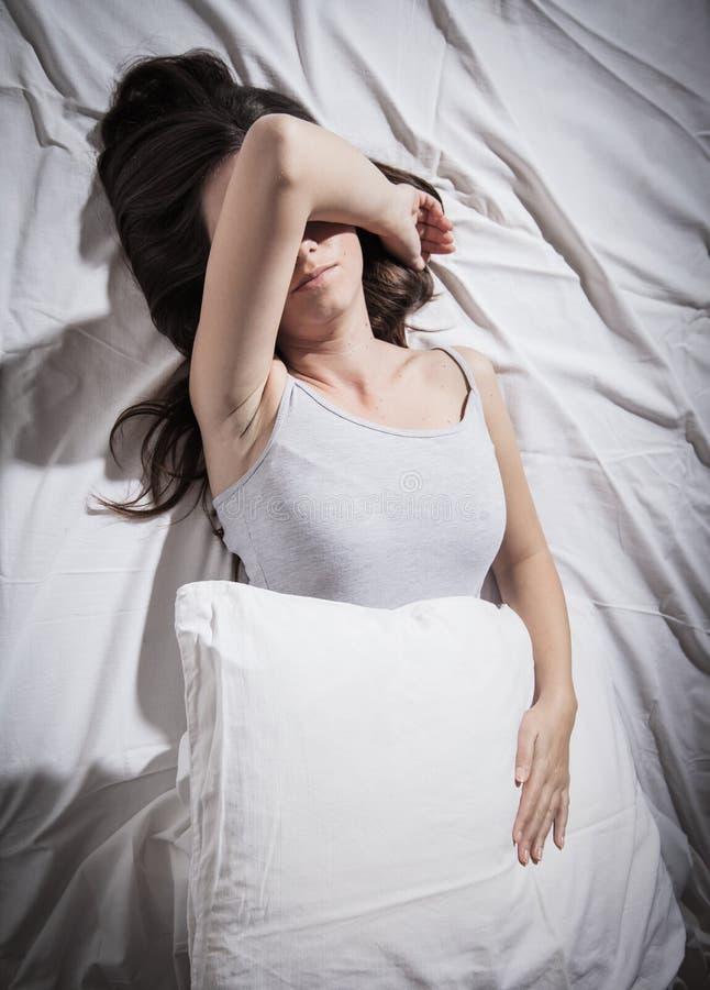 Mujer deprimida del insomnio fotografía de archivo libre de regalías