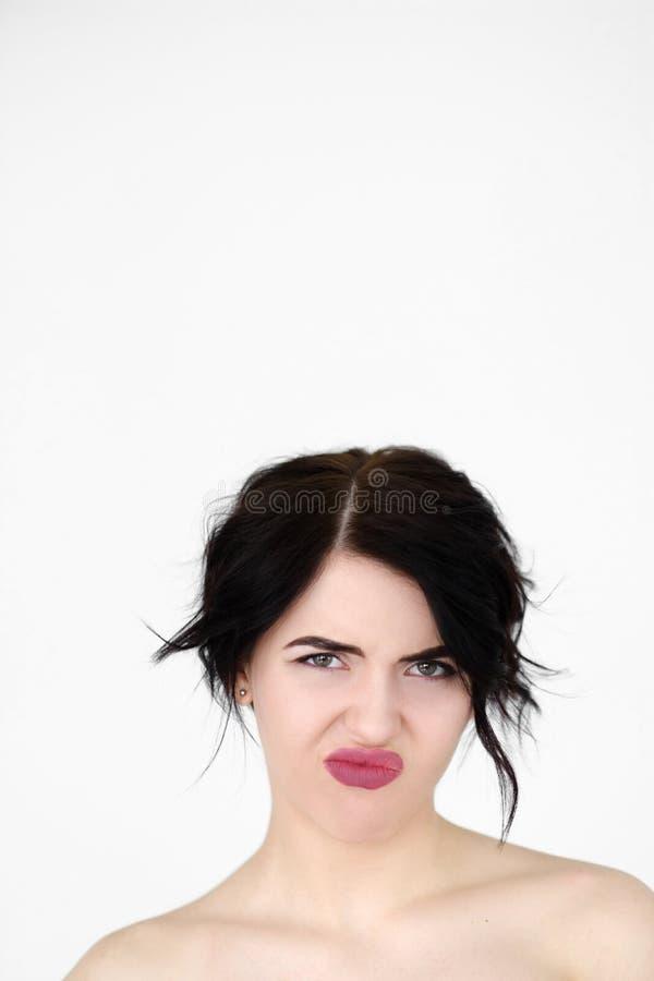 Mujer descontentada reacia de la aversión de la cara de la emoción imagen de archivo