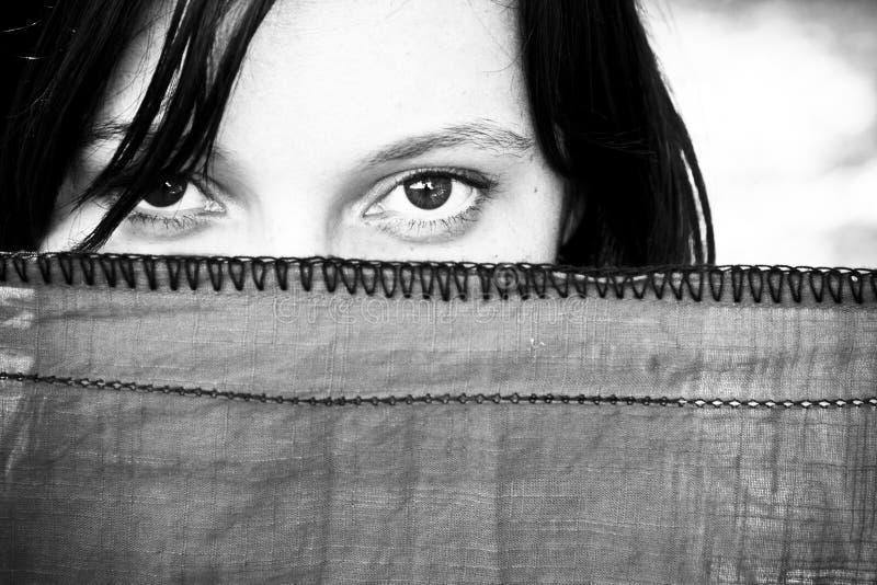 Mujer detrás del velo imagen de archivo libre de regalías