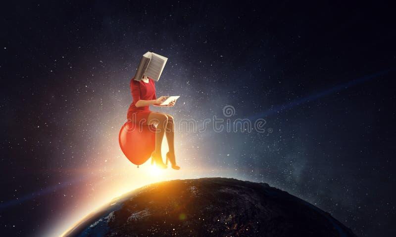 Mujer dirigida libro Concepto de la eficacia del negocio T?cnicas mixtas foto de archivo libre de regalías