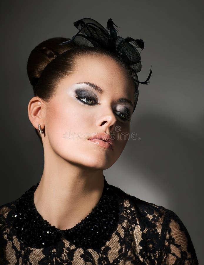 Mujer diseñada retra auténtica aristocrática. Refinamiento y sofisticación imagen de archivo