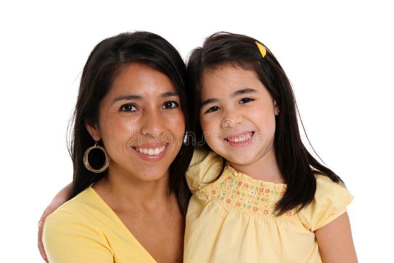 Mujer e hija en el fondo blanco imágenes de archivo libres de regalías