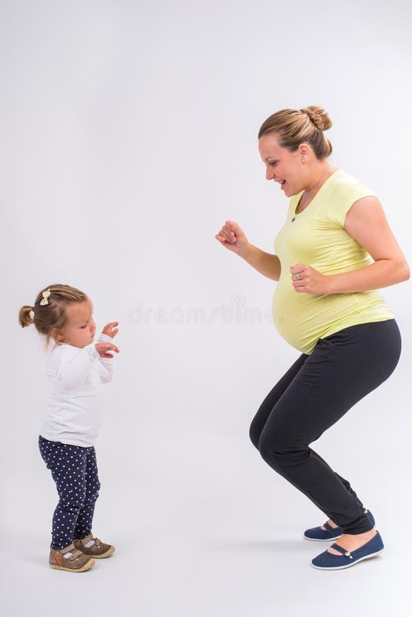 Download Mujer embarazada foto de archivo. Imagen de hija, nuevo - 42433696
