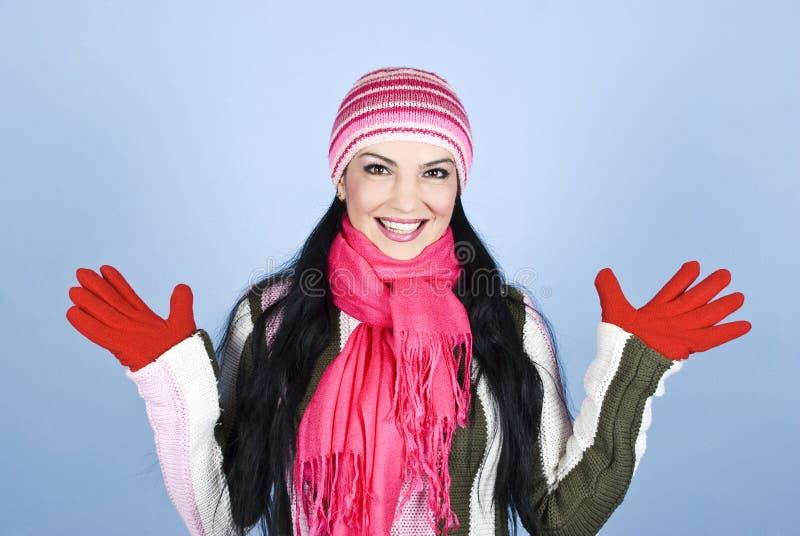 Mujer emocionada en ropa del invierno fotografía de archivo