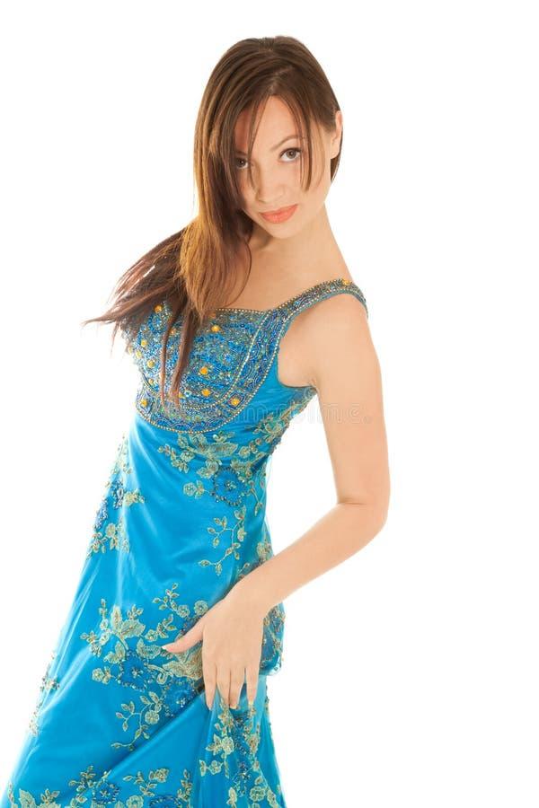Mujer en alineada azul hermosa foto de archivo libre de regalías