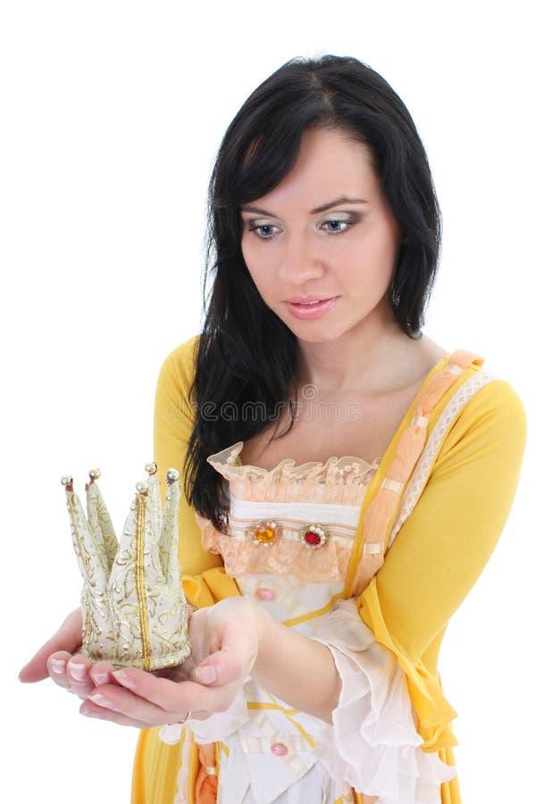 Mujer en alineada medieval amarilla con la corona foto de archivo
