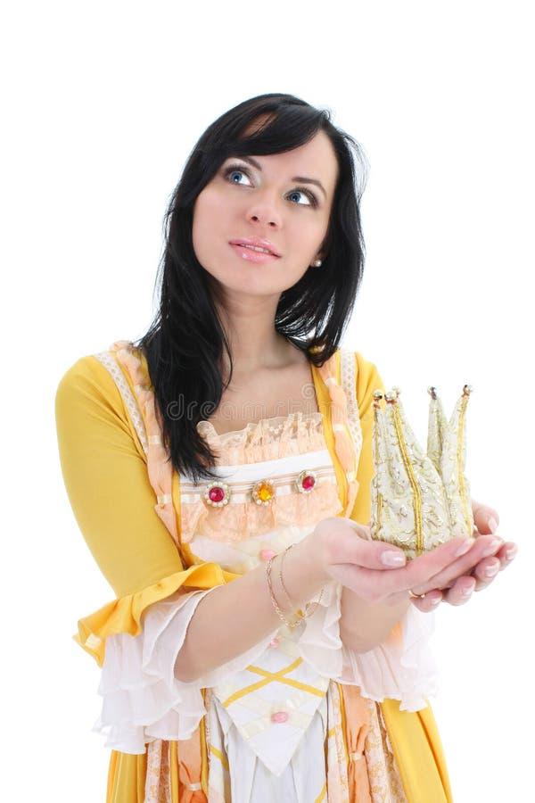 Mujer en alineada medieval amarilla con la corona fotografía de archivo libre de regalías