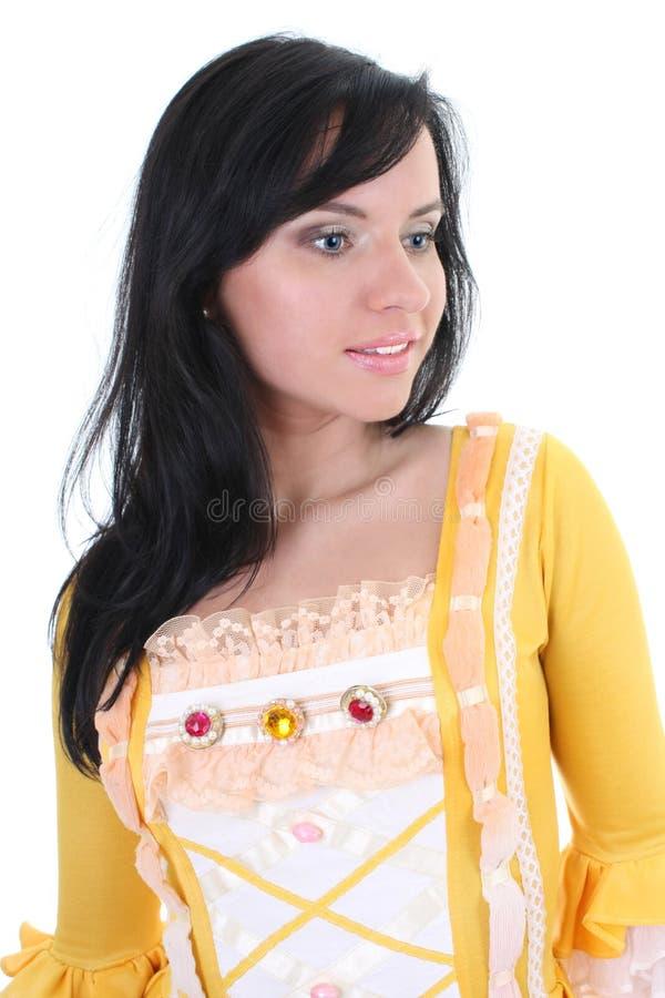 Mujer en alineada medieval amarilla sobre blanco foto de archivo