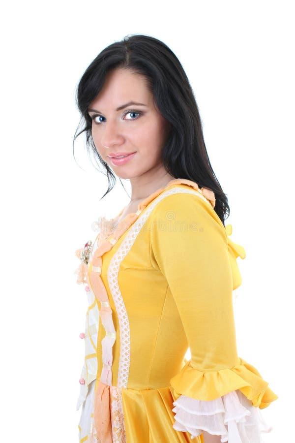 Mujer en alineada medieval amarilla sobre blanco fotografía de archivo