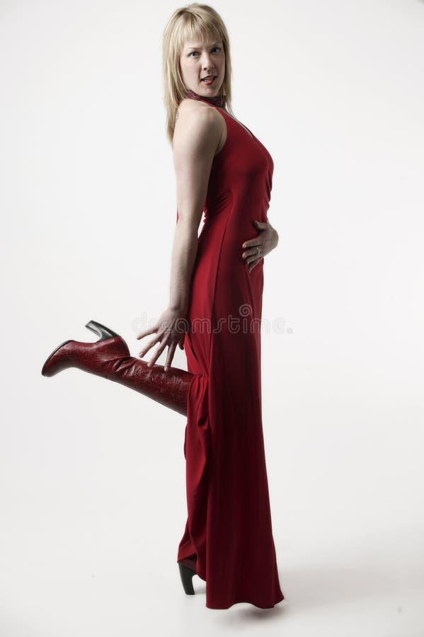 Mujer en alineada roja imagen de archivo