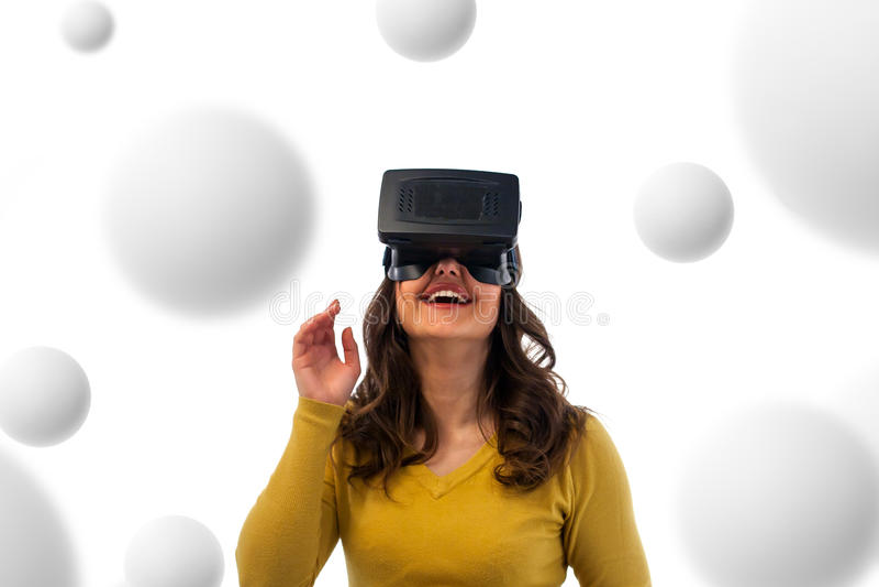 Mujer en auriculares de la realidad virtual imagen de archivo libre de regalías