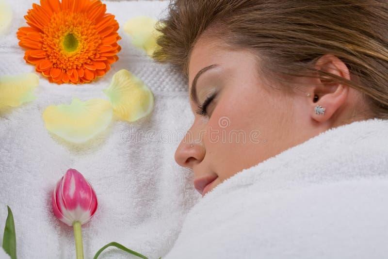 Mujer en balneario fotos de archivo