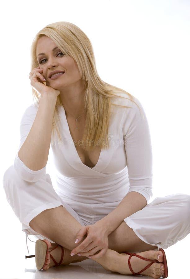 Mujer en blanco foto de archivo