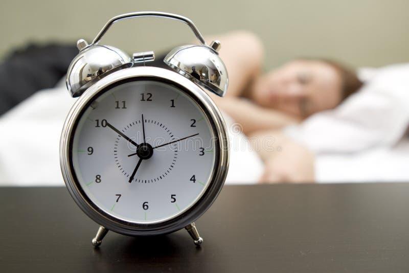 Mujer en cama fotos de archivo