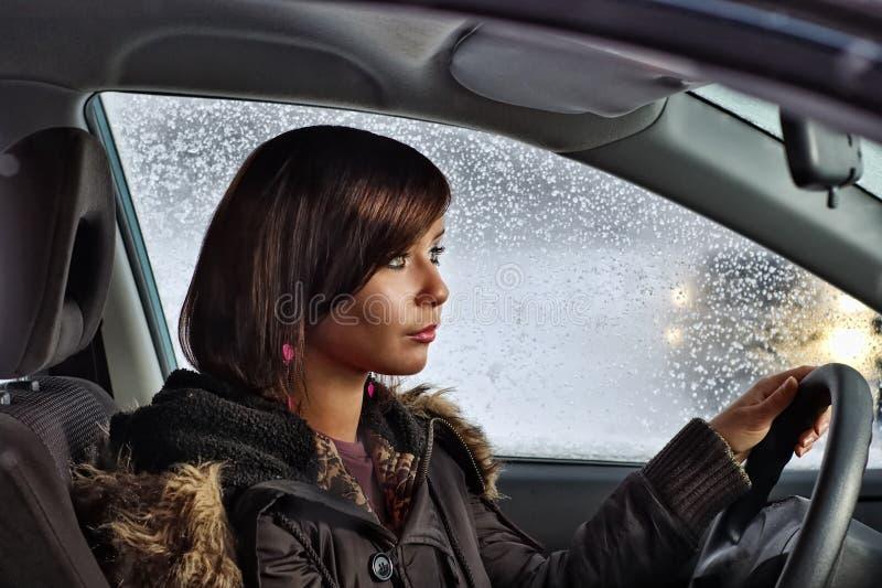 Mujer en coche fotos de archivo