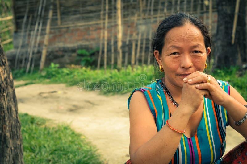 Mujer en colores en Nepal fotos de archivo libres de regalías