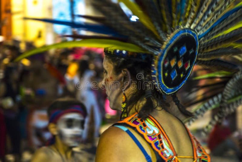 Mujer en desfile foto de archivo