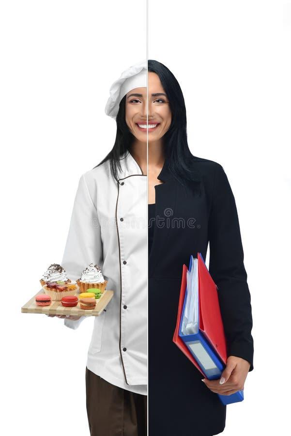 Mujer en dos empleos del confitero y de la empresaria imagenes de archivo