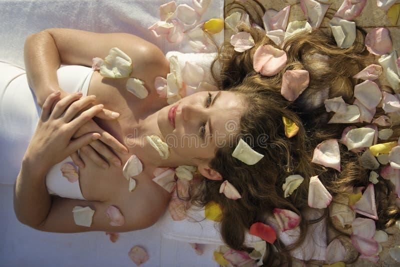 Mujer en el balneario. imágenes de archivo libres de regalías