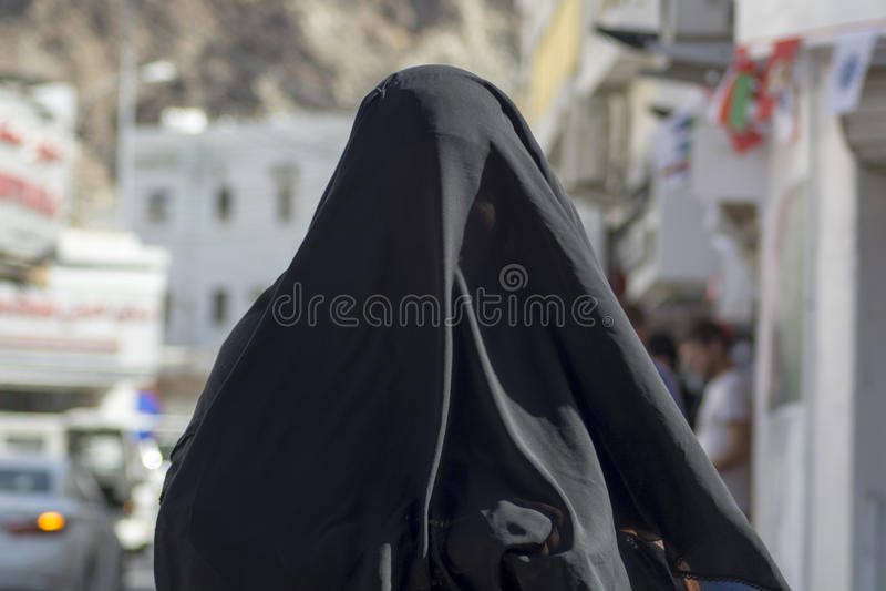 Mujer en el burka Omán fotografía de archivo