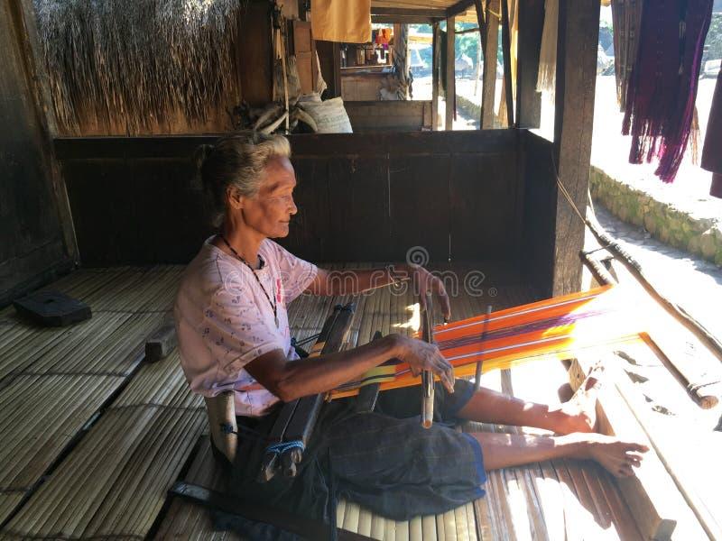 Mujer en el pueblo tradicional de Bena imágenes de archivo libres de regalías