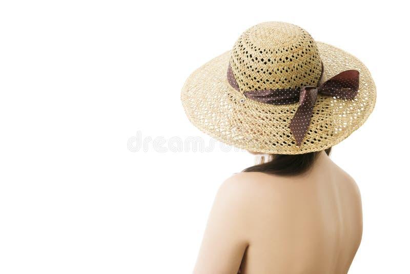 Mujer en el sombrero de paja aislado en el fondo blanco imagen de archivo