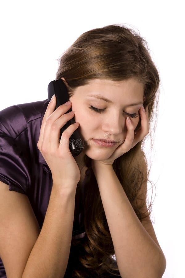 Mujer en el teléfono preocupante fotos de archivo