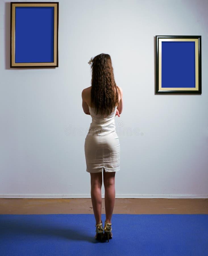 Mujer en galería fotografía de archivo