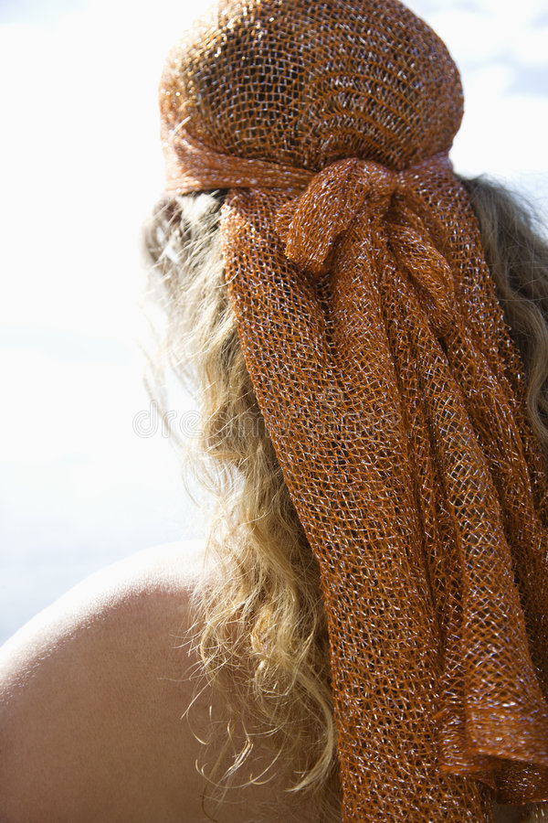 Mujer en la bufanda principal. imágenes de archivo libres de regalías