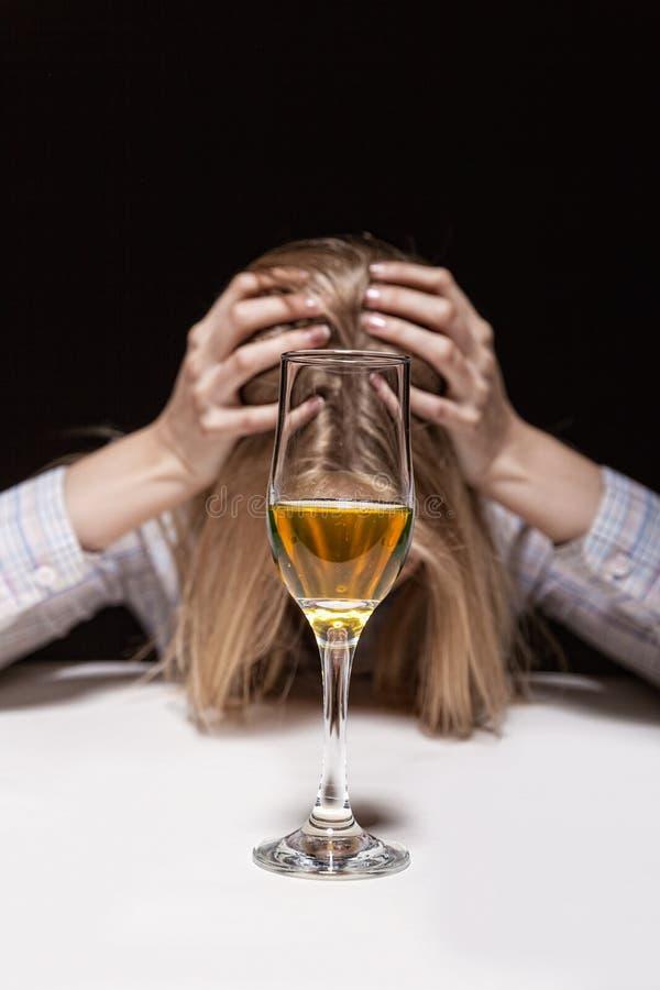 Mujer en la depresión foto de archivo libre de regalías