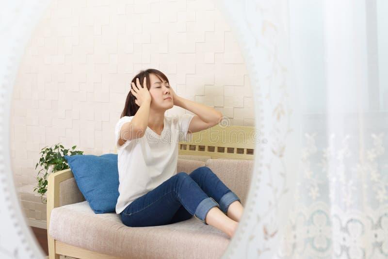 Mujer en la depresión imagenes de archivo