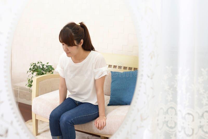 Mujer en la depresi?n fotografía de archivo libre de regalías