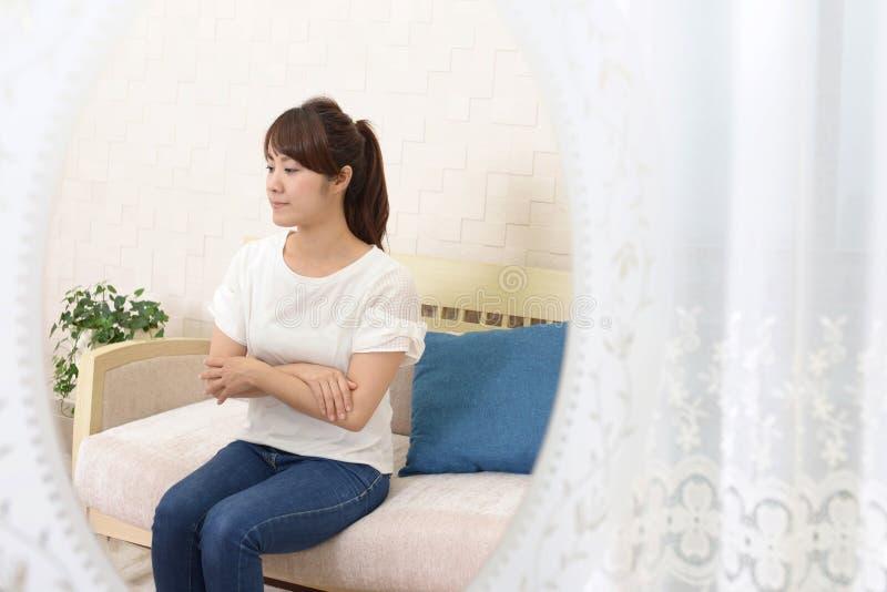 Mujer en la depresi?n imágenes de archivo libres de regalías