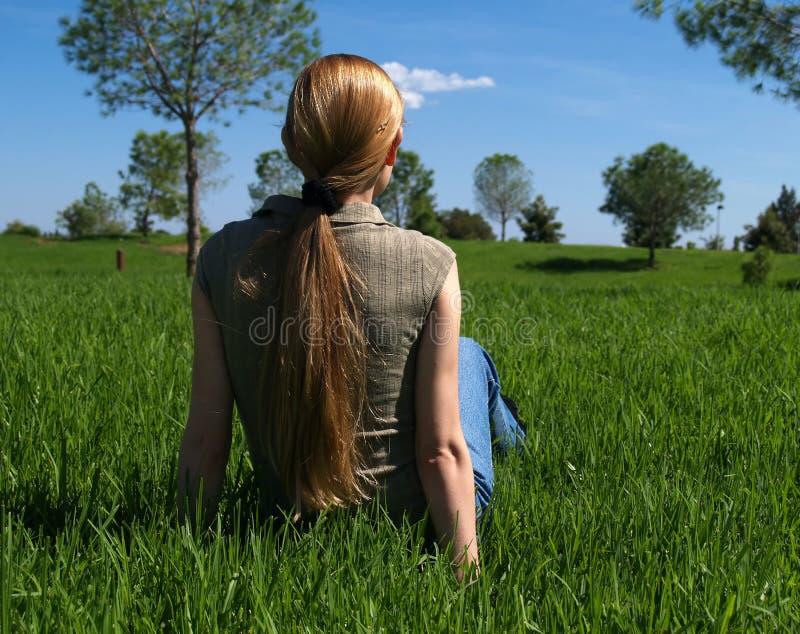 Download Mujer en la hierba foto de archivo. Imagen de outdoor - 1288772