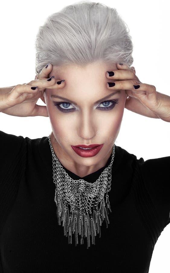 Mujer en la moda gótica imagenes de archivo