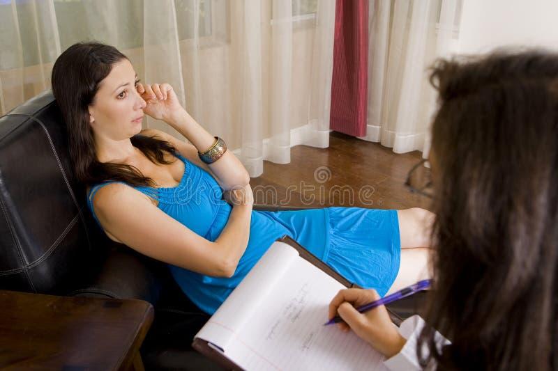 Mujer en la terapia imagen de archivo