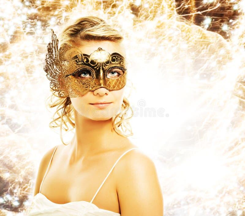Mujer en máscara del carnaval fotos de archivo