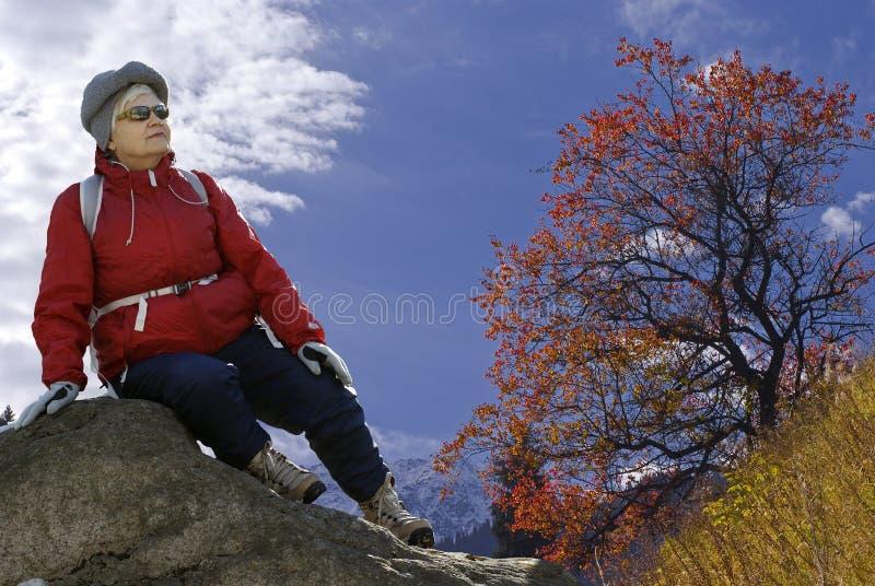 Mujer en naturaleza fotos de archivo