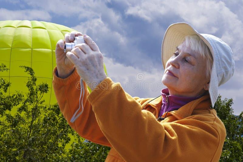 Mujer en naturaleza foto de archivo libre de regalías