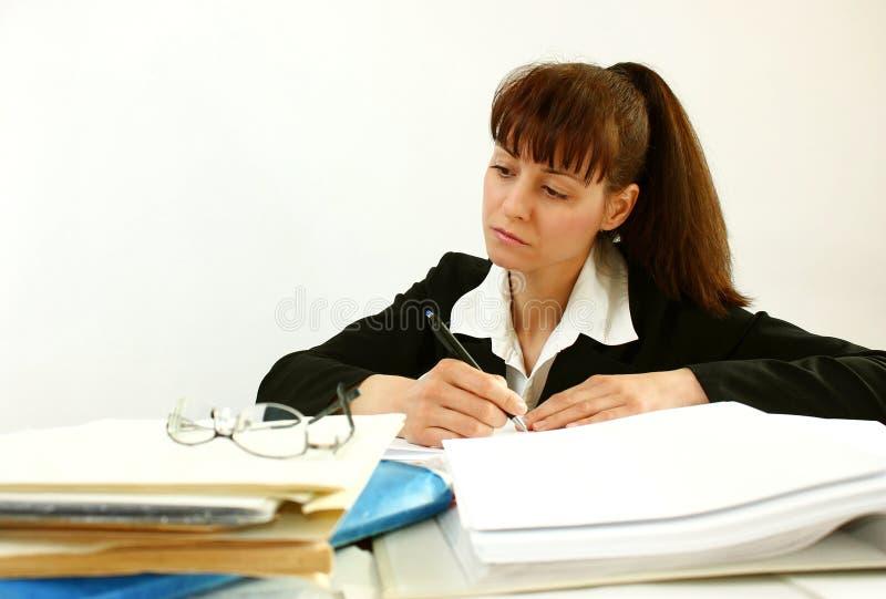 Mujer en oficina imagenes de archivo
