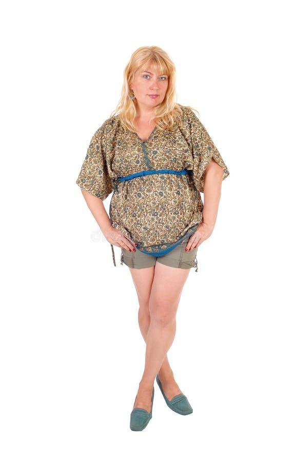 Mujer en pantalones cortos del frente imagen de archivo libre de regalías