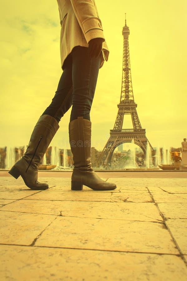 Mujer en París foto de archivo