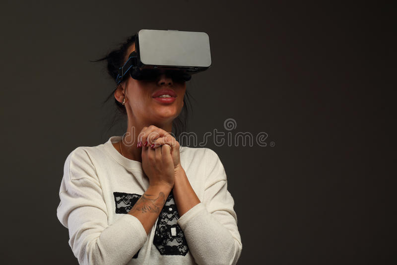 Mujer en realidad virtual foto de archivo libre de regalías
