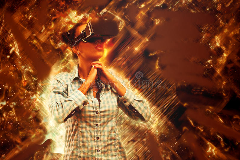 Mujer en realidad virtual libre illustration