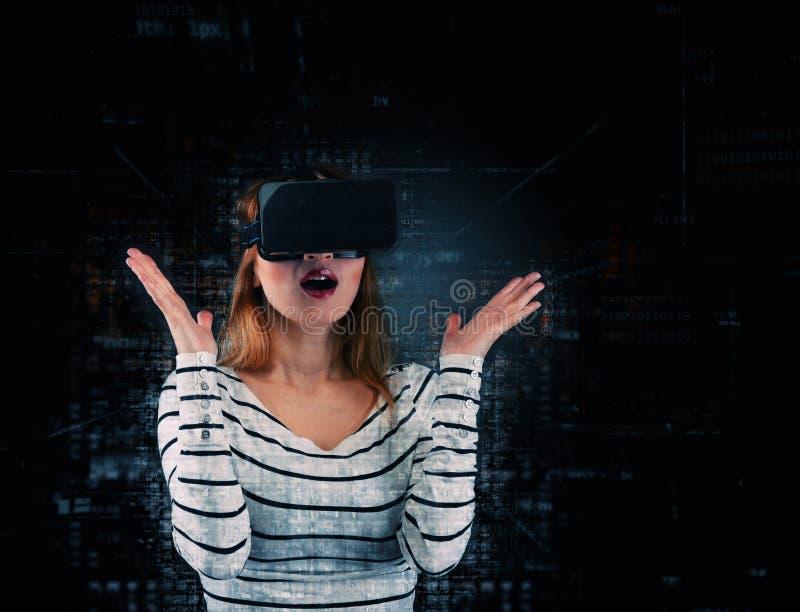 Mujer en realidad virtual fotos de archivo
